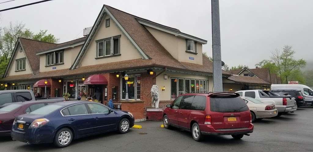 Carriage House - restaurant  | Photo 5 of 10 | Address: 3351 NY-97, Barryville, NY 12719, USA | Phone: (845) 557-0400