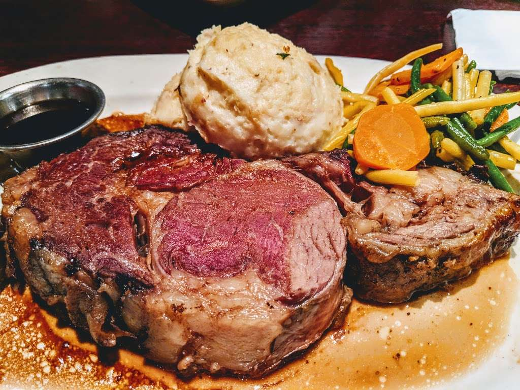 Houlihans - restaurant  | Photo 1 of 10 | Address: 151 Lefante Way, Bayonne, NJ 07002, USA | Phone: (201) 858-0400
