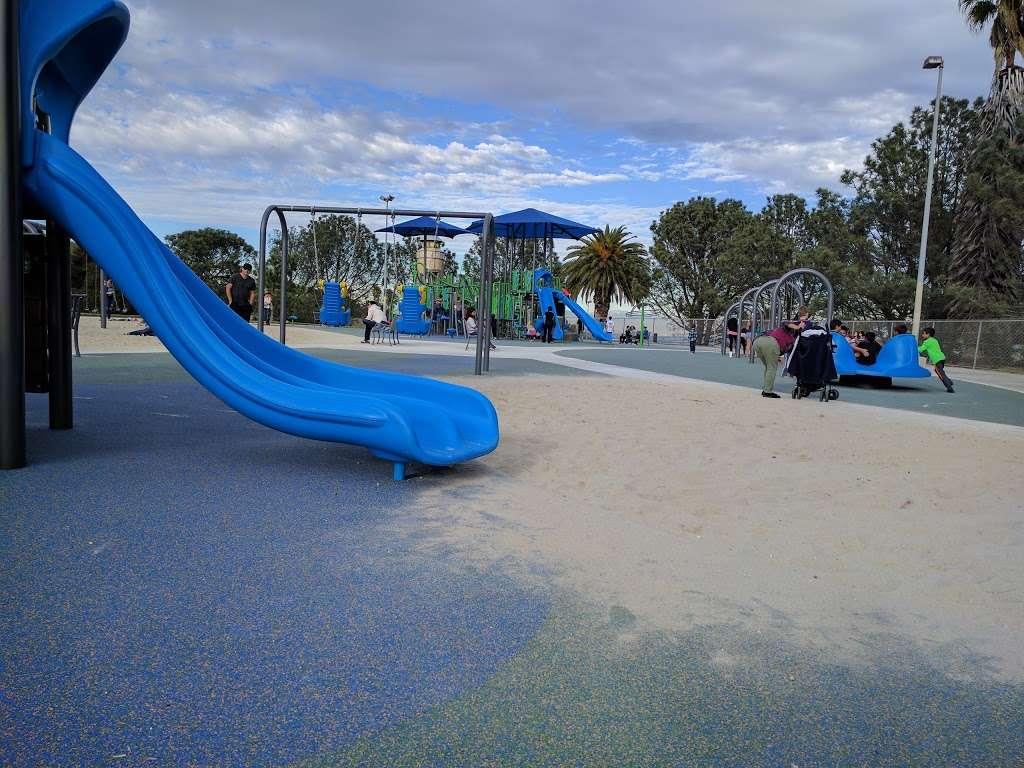 Bogdanovich Recreation Center - park  | Photo 4 of 10 | Address: 1920 Cumbre Dr, San Pedro, CA 90732, USA | Phone: (310) 548-7590