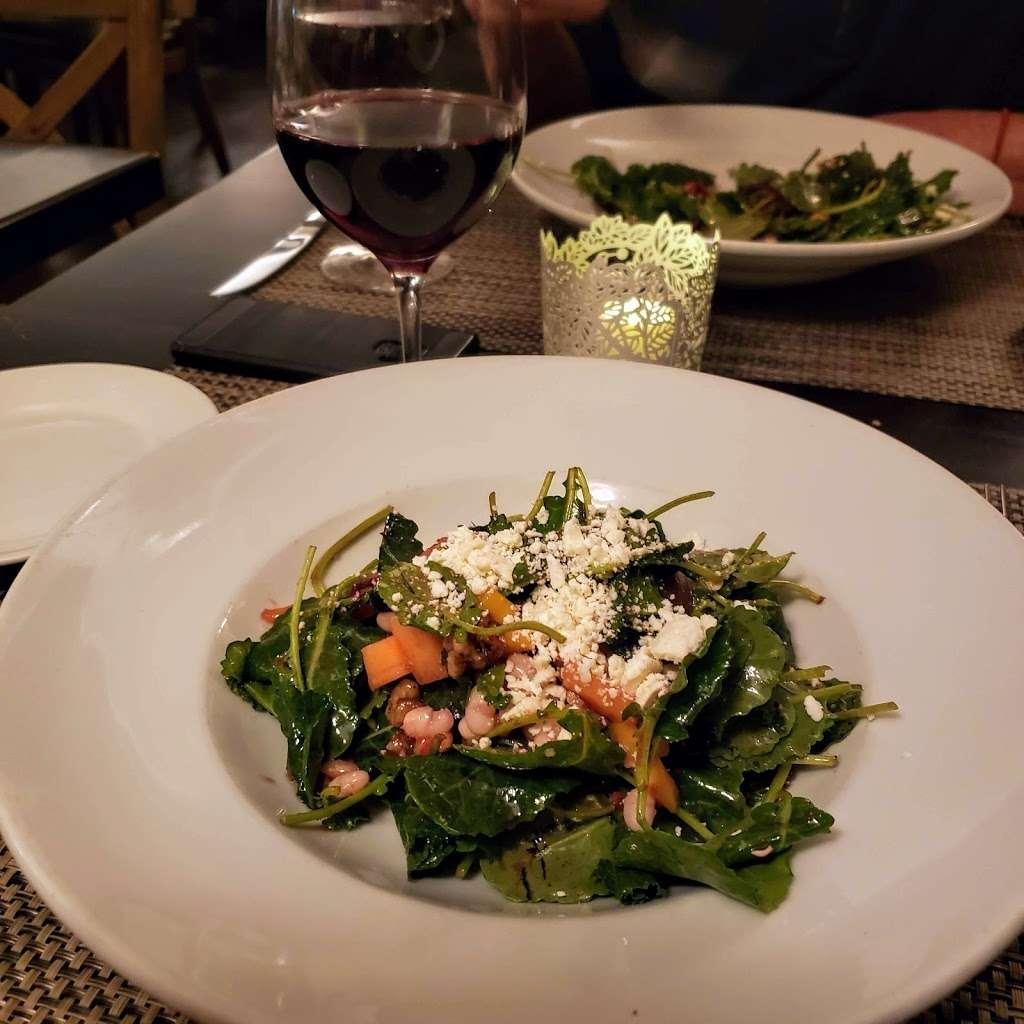 Dominiques Kitchen - restaurant    Photo 4 of 10   Address: 522 CA-1, Redondo Beach, CA 90277, USA   Phone: (424) 247-9054