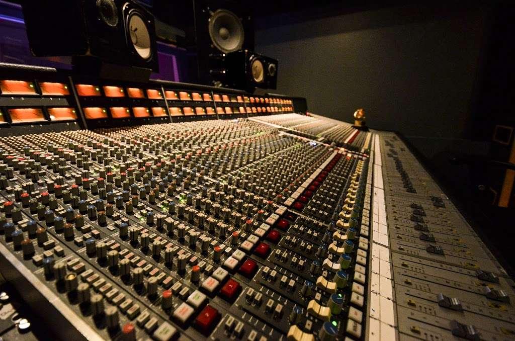 Studio City Sound - electronics store  | Photo 4 of 10 | Address: 4412 Whitsett Ave, Studio City, CA 91604, USA | Phone: (818) 505-9368