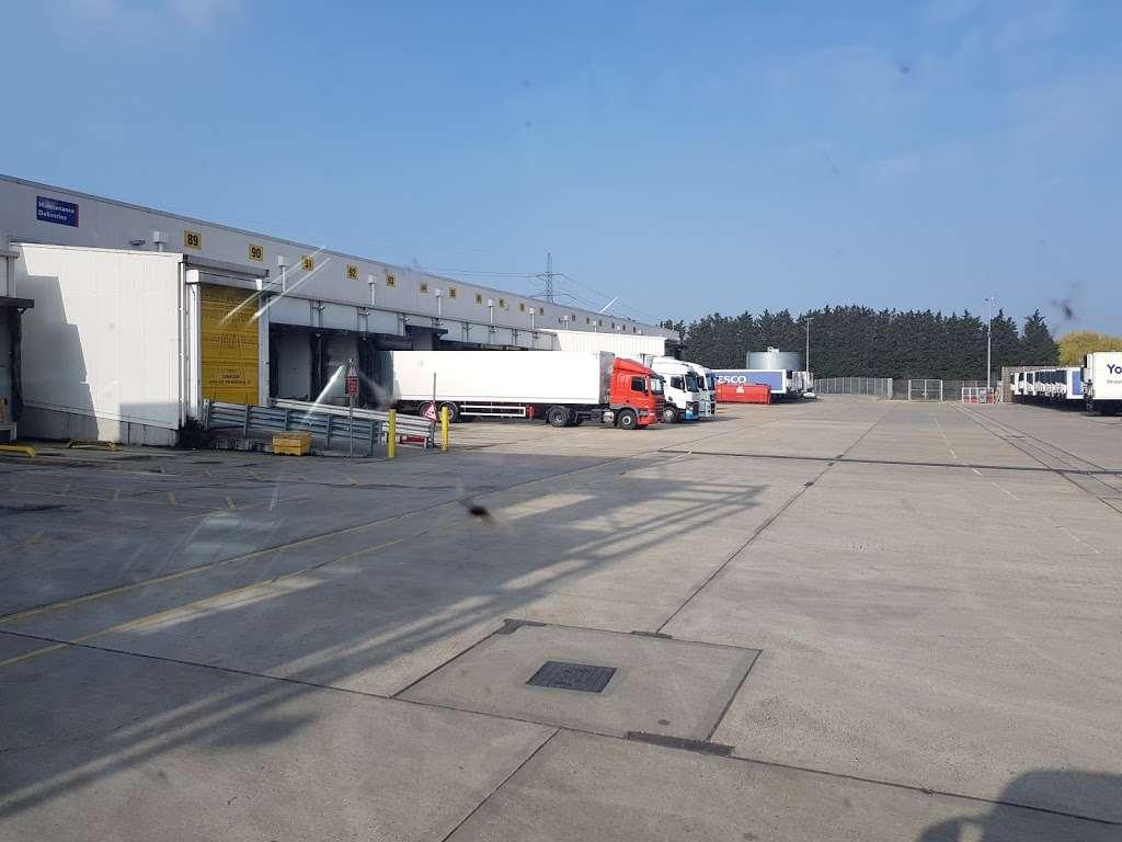 Tesco Dagenham Depot - storage  | Photo 2 of 10 | Address: Consul Ave, Rainham, Dagenham RM9 6DE, UK | Phone: 0800 323 4040