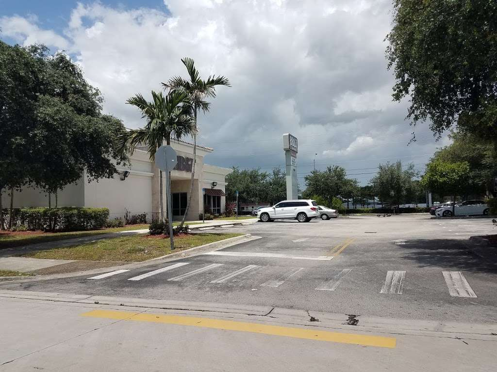BB&T - bank  | Photo 5 of 8 | Address: 17930 NW 57th Ave, Hialeah, FL 33015, USA | Phone: (305) 820-3290
