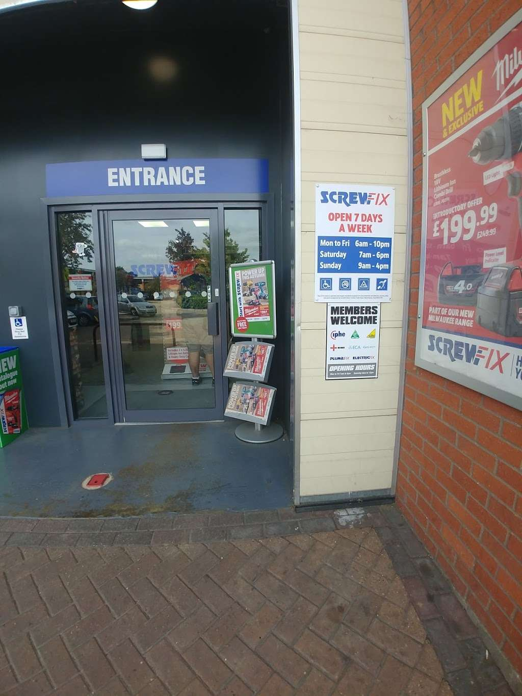 Screwfix - store  | Photo 4 of 5 | Address: Prospect Business Park, Loughton IG10 3TR, UK | Phone: 0333 011 2112