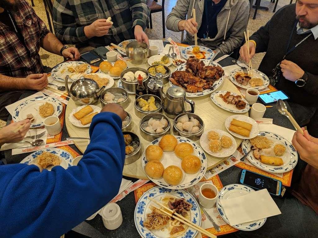 Vinh Kee Chinese Restaurant - restaurant    Photo 2 of 10   Address: 3103 Graham Rd, Falls Church, VA 22042, USA   Phone: (703) 645-0118
