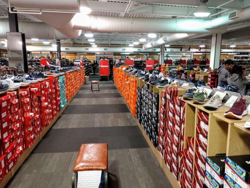 DSW Designer Shoe Warehouse - shoe store  | Photo 3 of 10 | Address: 60 State Route 17 North, Paramus, NJ 07652, USA | Phone: (201) 291-0505