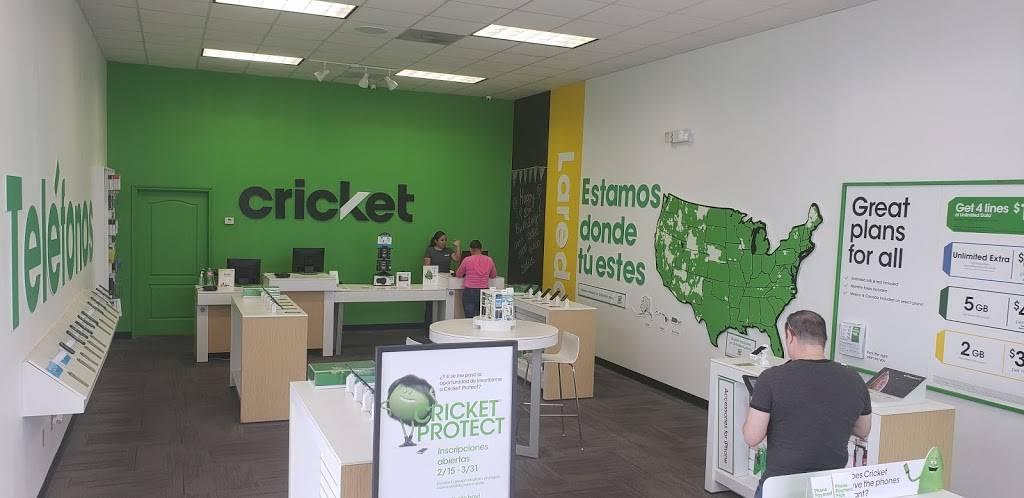 Cricket Wireless Authorized Retailer - store  | Photo 2 of 5 | Address: 5320 TX-359 Ste 101, Laredo, TX 78043, USA | Phone: (956) 722-3401