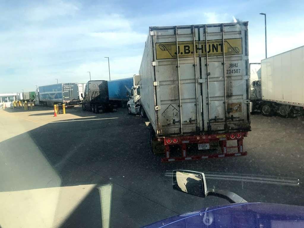 Amazon Cross-Dock Facility - MDW2 - storage    Photo 5 of 10   Address: 250 Emerald Dr, Joliet, IL 60433, USA   Phone: (866) 495-8567