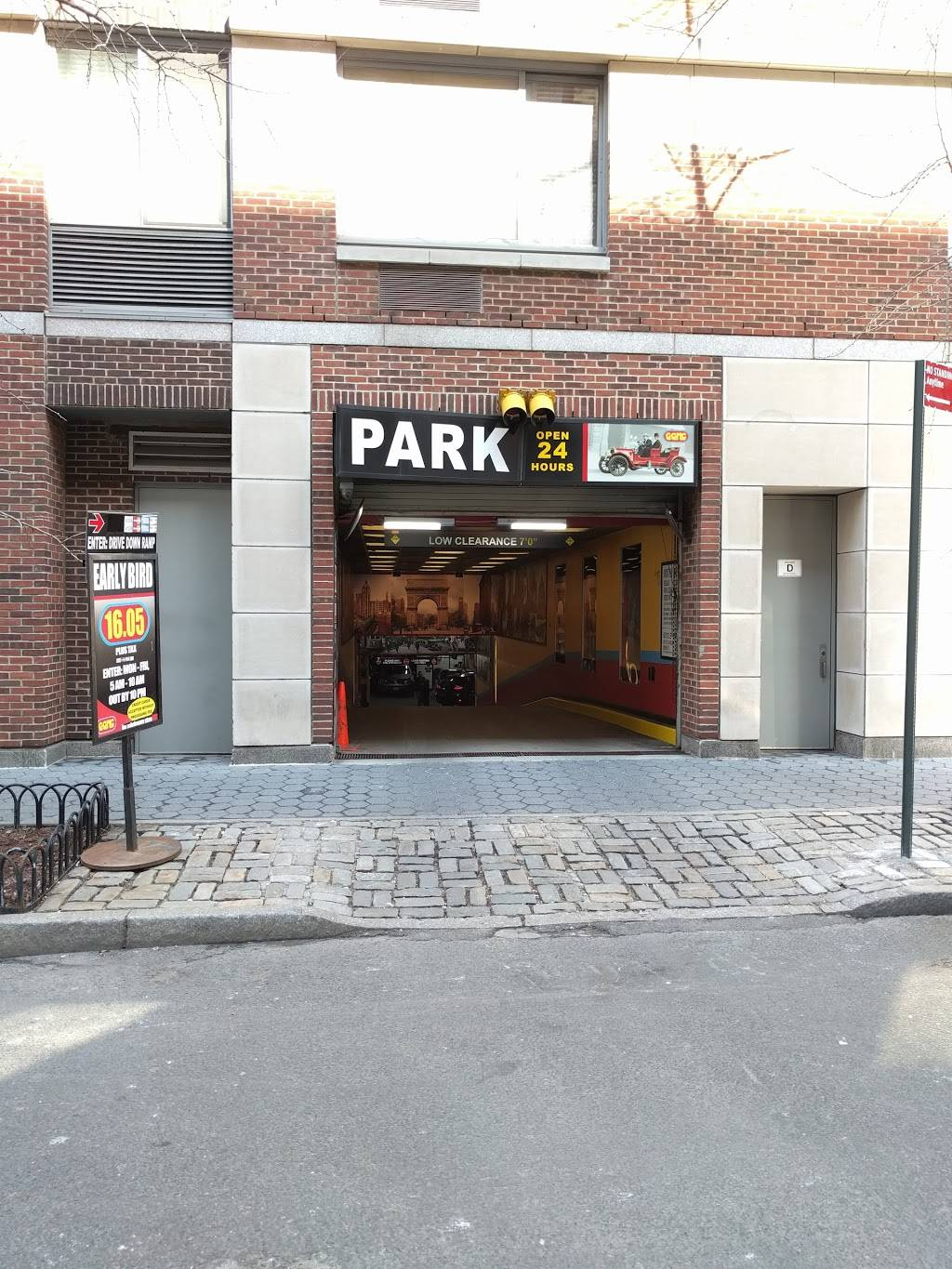 Cove Club - parking  | Photo 1 of 7 | Address: 2 South End Ave, New York, NY 10280, USA | Phone: (212) 786-0666