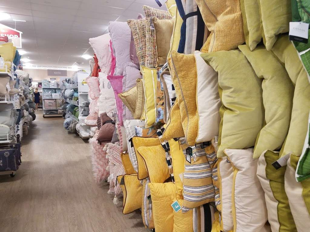 HomeGoods - department store  | Photo 6 of 10 | Address: 110 Lefante Way, Bayonne, NJ 07002, USA | Phone: (201) 339-2301