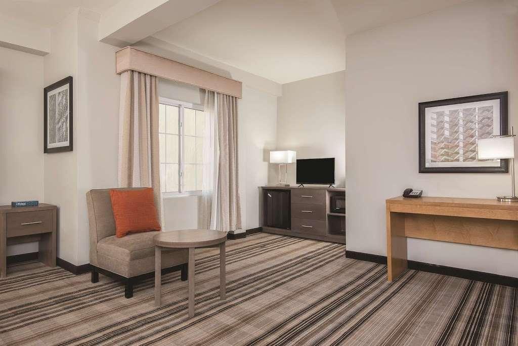 La Quinta Inn & Suites Brooklyn East - lodging  | Photo 9 of 10 | Address: 1412 Pitkin Ave, Brooklyn, NY 11233, USA | Phone: (718) 735-0915