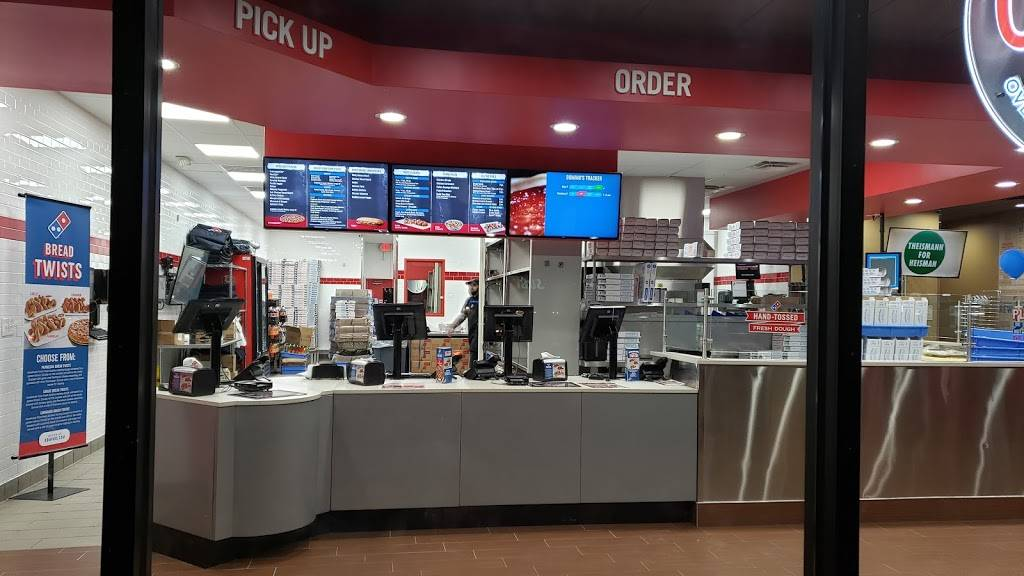 Dominos Pizza - meal delivery  | Photo 5 of 10 | Address: 480 W Pioneer Pkwy, Grand Prairie, TX 75051, USA | Phone: (469) 672-3030