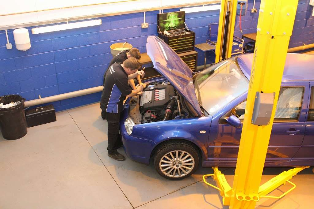 VGS Volkswagen Group Specialist - car repair    Photo 5 of 10   Address: Unit 1a, Layhams Farm, Layhams Rd, Keston BR2 6AR, UK   Phone: 01959 575214