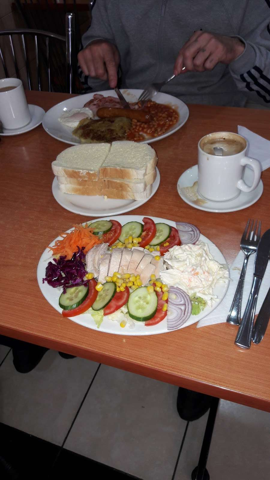 Royal Cafe - cafe  | Photo 3 of 6 | Address: 261 Wickham Ln, Abbey Wood, London SE2 0NX, UK | Phone: 020 8316 7588