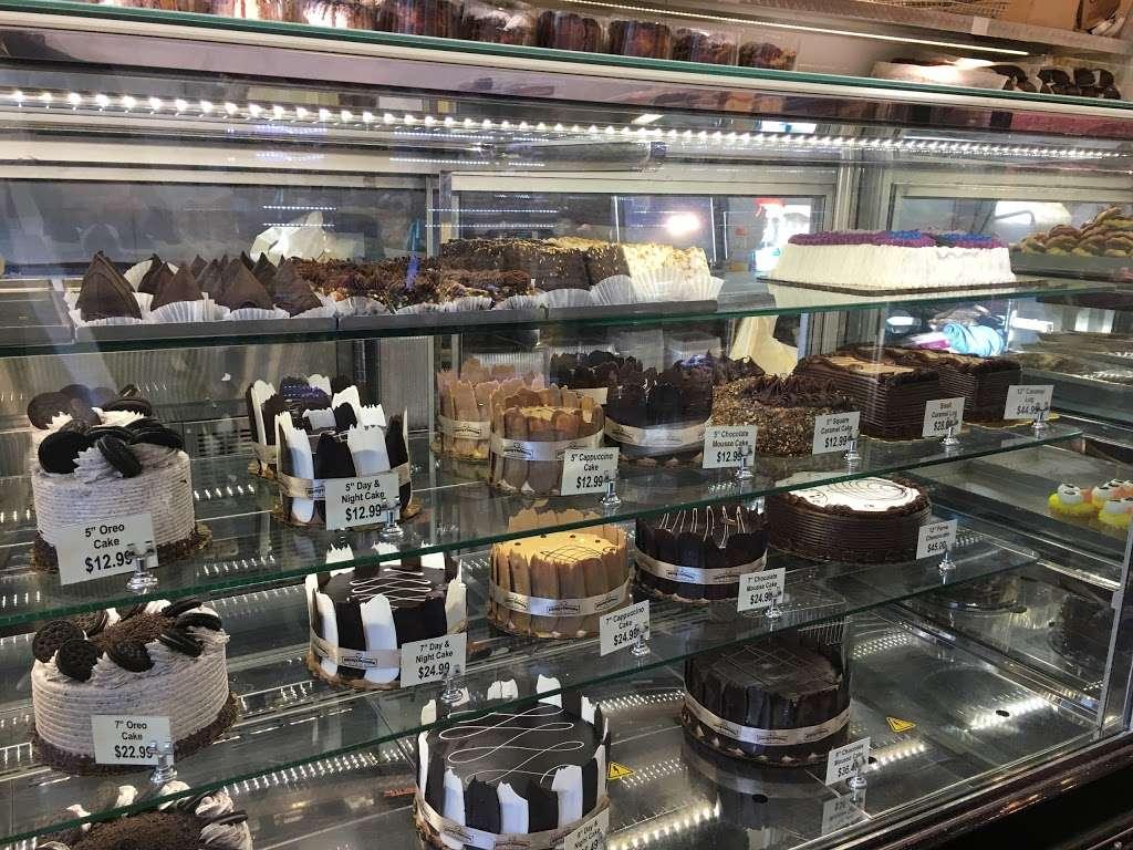 Shloimys Bake Shoppe - bakery  | Photo 8 of 10 | Address: 4712 16th Ave, Brooklyn, NY 11204, USA | Phone: (718) 854-1766