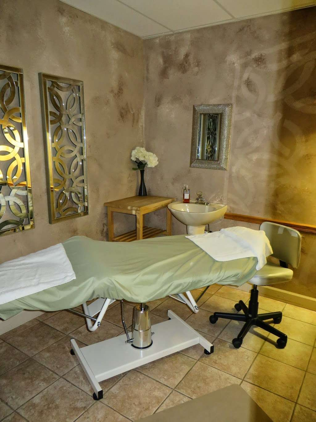 Alison Andrews Day Spa - hair care    Photo 9 of 10   Address: 15613 71st Ct, Orland Park, IL 60462, USA   Phone: (708) 429-2929
