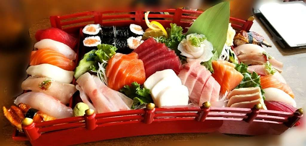Sushi Cruise - restaurant    Photo 3 of 10   Address: 725 River Rd #51, Edgewater, NJ 07020, USA   Phone: (201) 313-3611