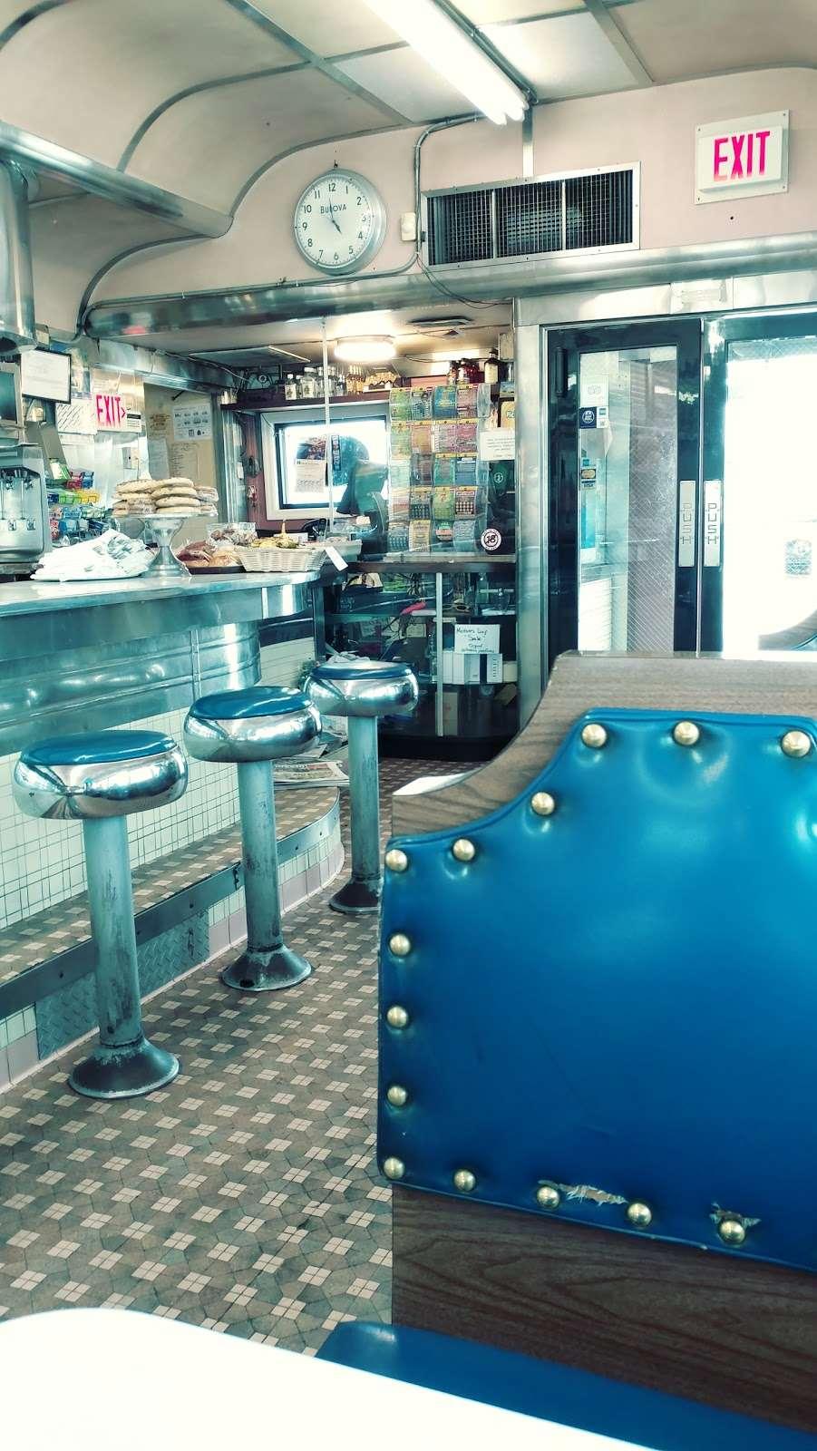 Truck Stop Diner - restaurant  | Photo 3 of 10 | Address: 1 Hackensack Ave, Kearny, NJ 07032, USA | Phone: (973) 344-4098