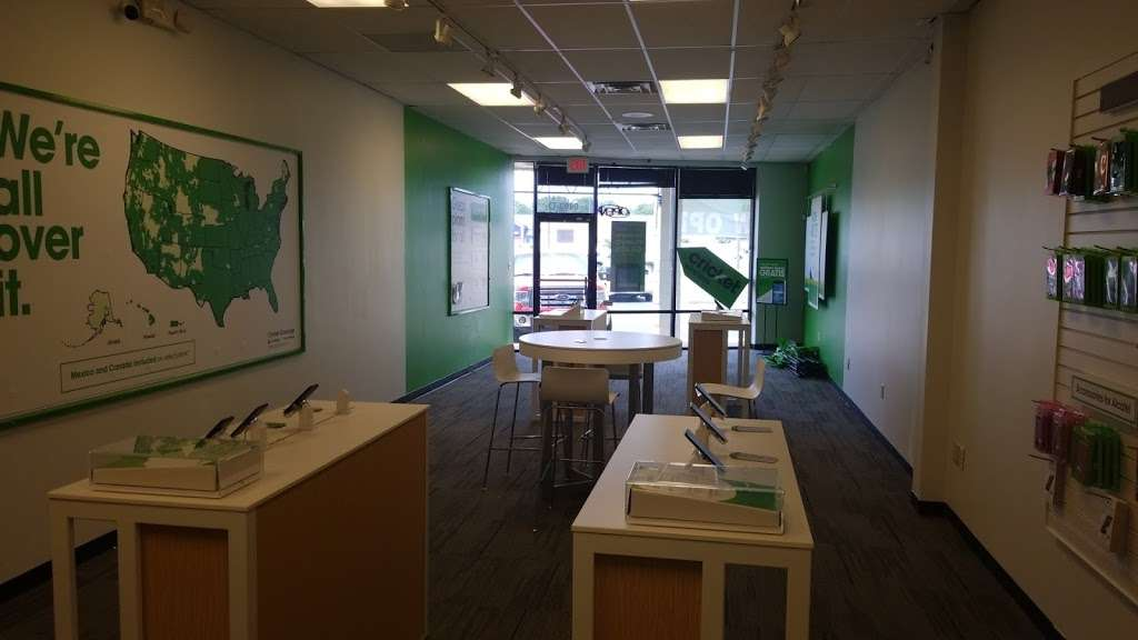 Cricket Wireless Authorized Retailer - store  | Photo 7 of 9 | Address: 8403 Michigan Rd ste d, Indianapolis, IN 46268, USA | Phone: (317) 493-5860