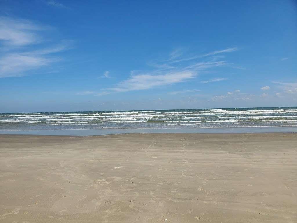 Treasure Trove Vacation Rental - lodging  | Photo 6 of 10 | Address: 13131 Gulf Beach Dr, Freeport, TX 77541, USA | Phone: (979) 799-6970