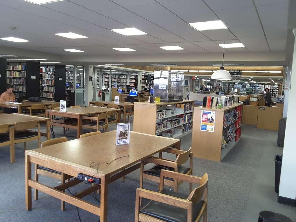 Jericho Public Library - library  | Photo 2 of 10 | Address: 1 Merry Ln, Jericho, NY 11753, USA | Phone: (516) 935-6790