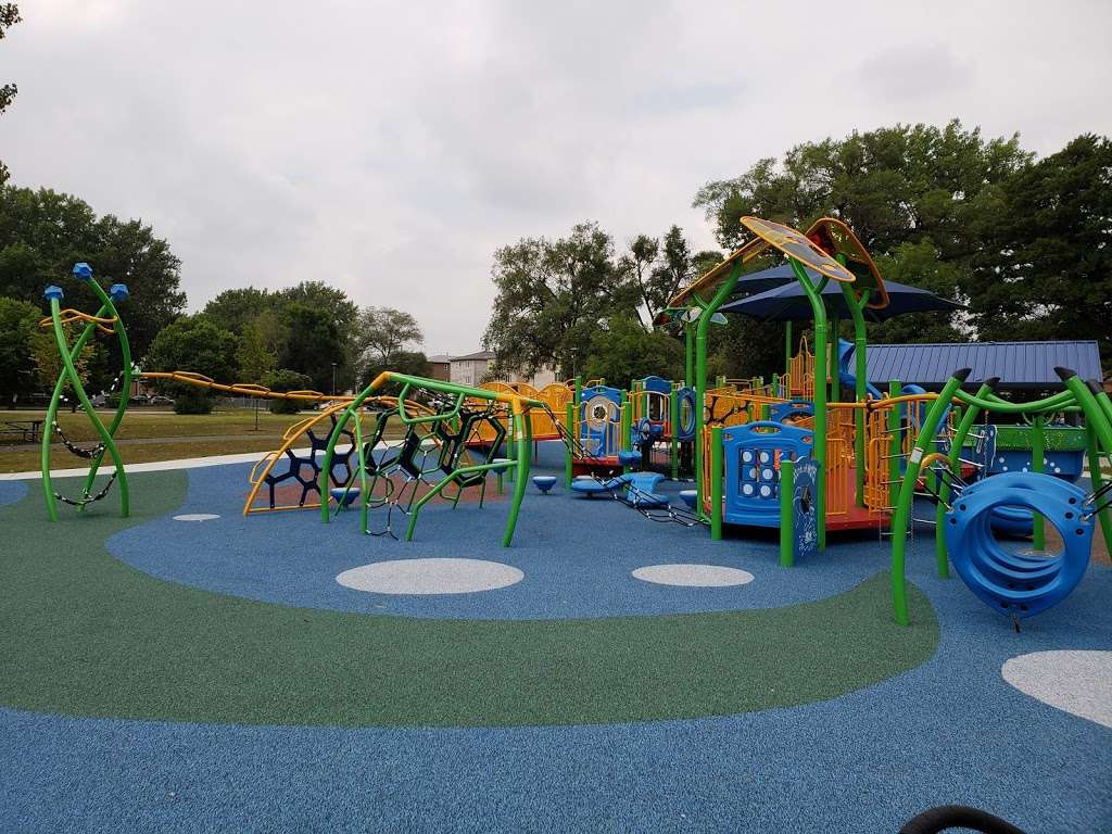 Columbus Manor Park - park  | Photo 6 of 10 | Address: 99th St &, Moody Ave, Oak Lawn, IL 60453, USA | Phone: (708) 857-2222