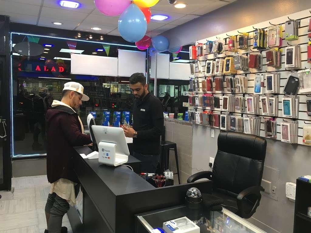 36 Mobile Station - store  | Photo 1 of 10 | Address: 2905 36th Ave, Long Island City, NY 11106, USA | Phone: (718) 361-0500
