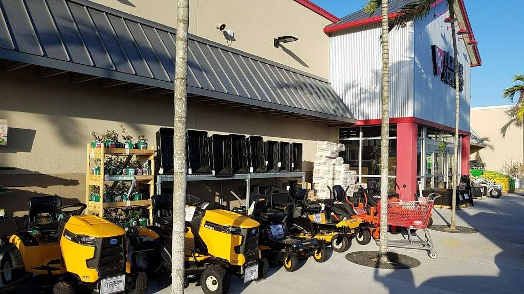 Tractor Supply Co. - hardware store  | Photo 7 of 10 | Address: 15731 Southern Blvd, Loxahatchee, FL 33470, USA | Phone: (561) 333-2223