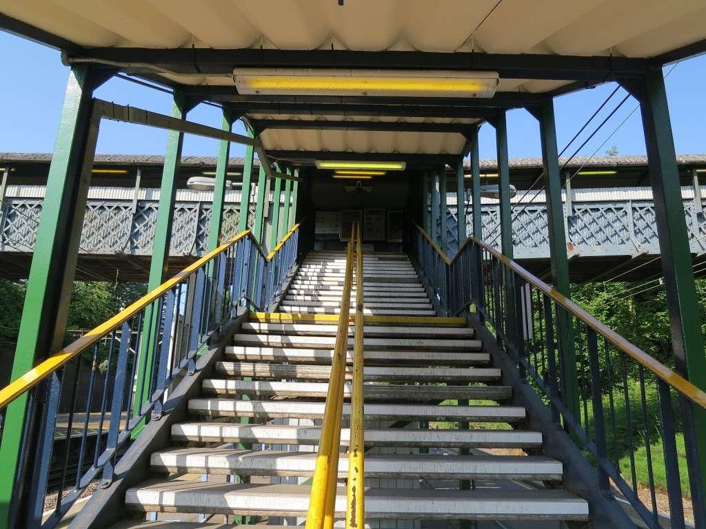 Gidea Park - train station  | Photo 5 of 10 | Address: Station Rd, Romford RM2 6BX, UK | Phone: 0343 222 1234