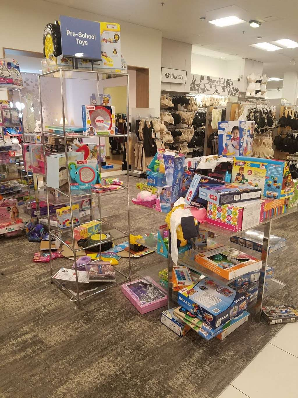 Macys Mens Store - clothing store  | Photo 4 of 9 | Address: 69 Green Acres Rd S, Valley Stream, NY 11581, USA | Phone: (516) 561-6100