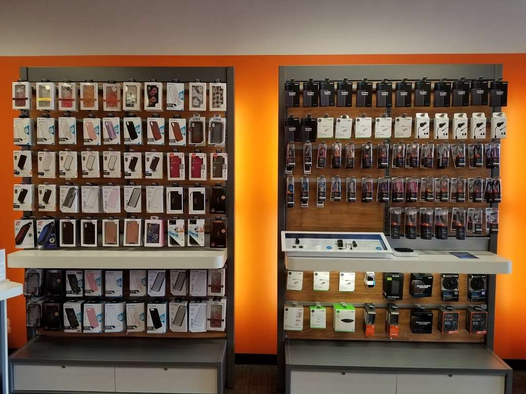 AT&T Store - electronics store  | Photo 6 of 10 | Address: 6646 Garth Rd, Baytown, TX 77521, USA | Phone: (281) 421-1900