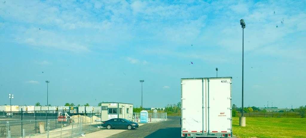 Amazon Fulfillment Center MDW6 - storage  | Photo 8 of 10 | Address: 1125 Remington Blvd, Romeoville, IL 60446, USA | Phone: (800) 288-8714
