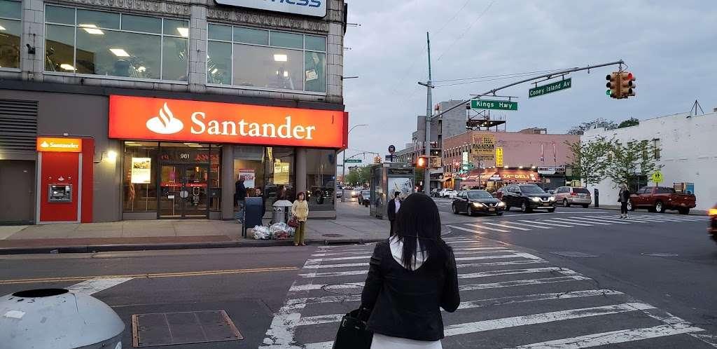 Santander Bank - bank  | Photo 8 of 10 | Address: 961 Kings Hwy, Brooklyn, NY 11223, USA | Phone: (718) 336-4713