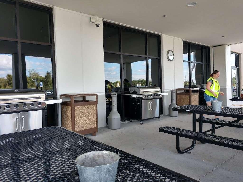 Amazon Fulfillment Center - BWI4 - storage  | Photo 3 of 4 | Address: 165 Business Blvd, Clear Brook, VA 22624, USA | Phone: (540) 678-3000