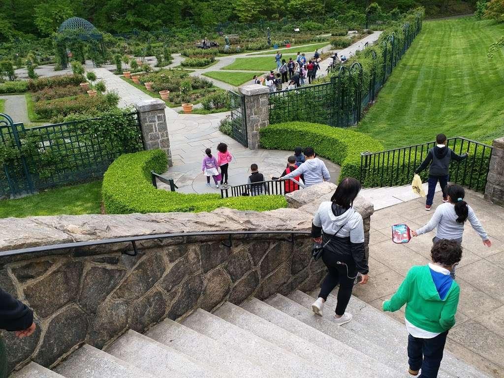 Rockefeller Rose Garden - park  | Photo 4 of 10 | Address: Bronx River Pkwy, Bronx, NY 10467, USA | Phone: (718) 817-8700