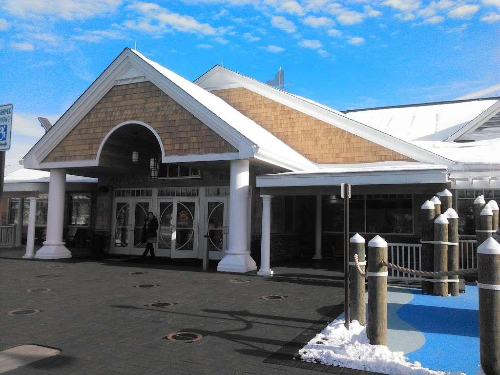 Taste NY Long Island Welcome Center - travel agency  | Photo 9 of 10 | Address: 5100 Long Island Expy, Dix Hills, NY 11746, USA | Phone: (631) 254-0414