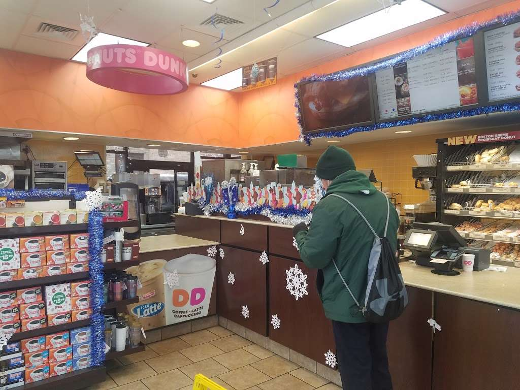 Dunkin - bakery  | Photo 5 of 10 | Address: 6738 W Archer Ave, Chicago, IL 60638, USA | Phone: (773) 586-5969