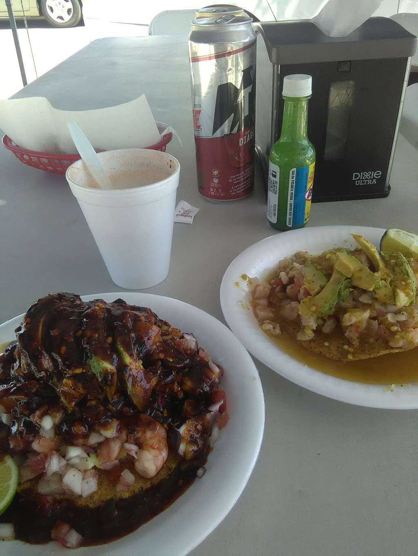 Mariscos Tocho - restaurant  | Photo 7 of 10 | Address: 11299 Alameda St, Los Angeles, CA 90059, USA | Phone: (562) 415-7519
