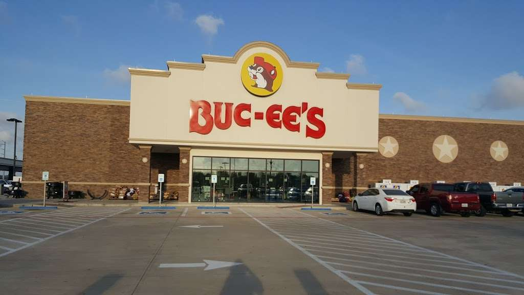 Buc-ees - convenience store  | Photo 3 of 10 | Address: 4080 East Fwy, Baytown, TX 77521, USA | Phone: (979) 238-6390