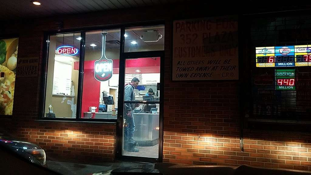 Dominos Pizza - meal delivery  | Photo 3 of 10 | Address: 352 Anderson Ave, Cliffside Park, NJ 07010, USA | Phone: (201) 945-3700