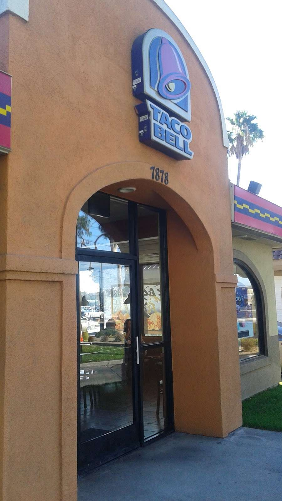 Taco Bell - meal takeaway  | Photo 3 of 10 | Address: 7878 Valley View St, Buena Park, CA 90620, USA | Phone: (714) 994-5331