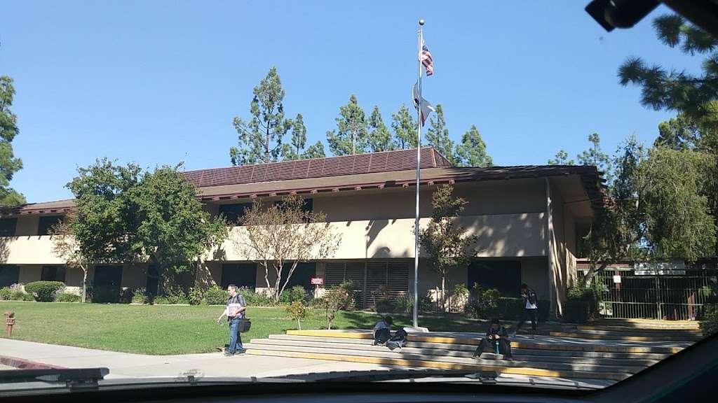 Robert Frost Middle School - school  | Photo 1 of 10 | Address: 12314 Bradford Pl, Granada Hills, CA 91344, USA | Phone: (818) 832-6900