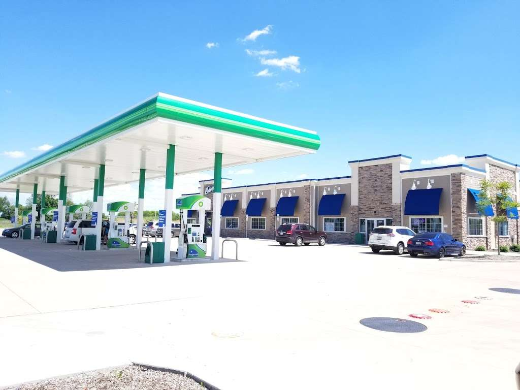 BP Oasis by 59 - gas station  | Photo 3 of 4 | Address: 4665 Hoffman Blvd, Hoffman Estates, IL 60192, USA | Phone: (224) 802-2119