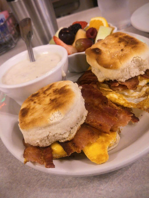 Oswego Family Restaurant - restaurant  | Photo 2 of 10 | Address: 69 Main St, Oswego, IL 60543, USA | Phone: (630) 554-0340
