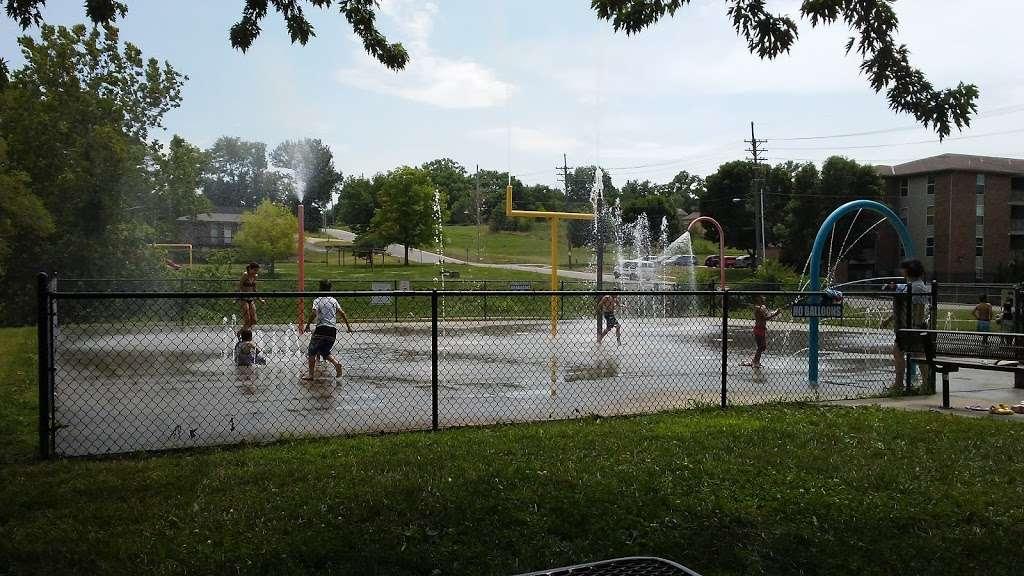 Heathwood Park - park  | Photo 7 of 10 | Address: 1021 Parallel Pkwy, Kansas City, KS 66104, USA | Phone: (913) 573-5000