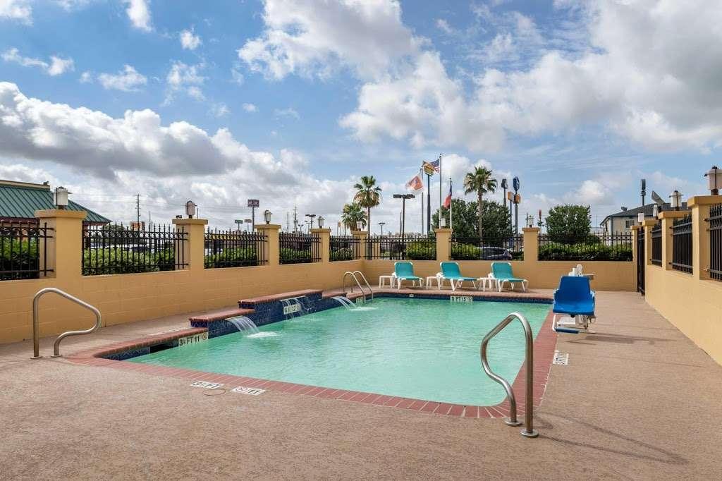 Comfort Suites - lodging    Photo 3 of 10   Address: 7209 Garth Rd, Baytown, TX 77521, USA   Phone: (281) 421-9764
