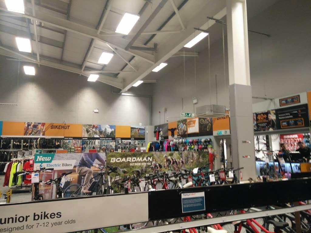 Halfords Epsom - bicycle store    Photo 5 of 10   Address: 1 Kiln Ln, Epsom KT17 1EQ, UK   Phone: 01372 847540