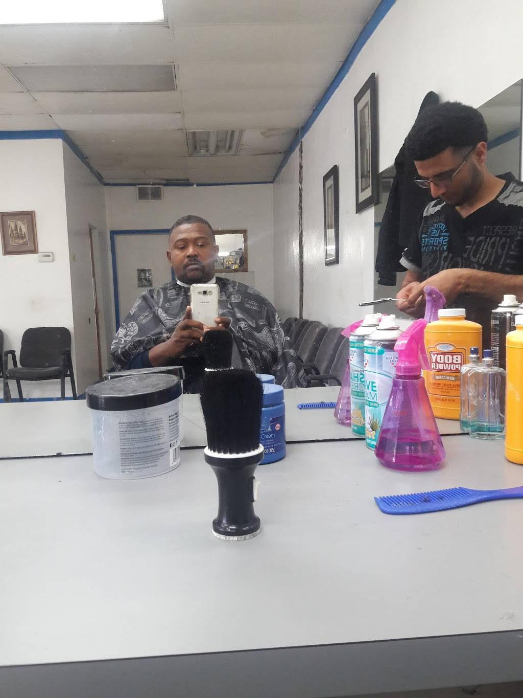 Zs Barbershop - hair care  | Photo 2 of 6 | Address: 8031 McGraw Ave, Detroit, MI 48210, USA | Phone: (313) 205-3222
