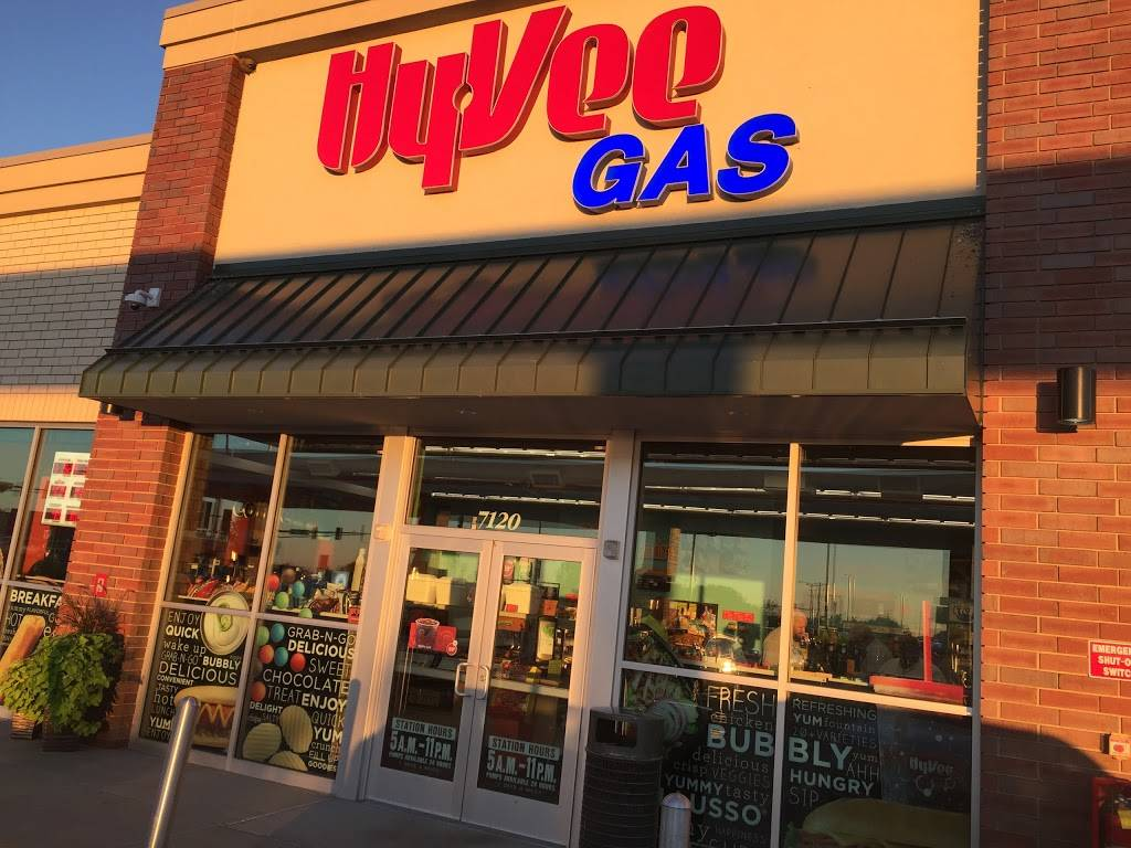 Hy-Vee Gas - gas station  | Photo 2 of 3 | Address: 7120 10th St N, Oakdale, MN 55128, USA | Phone: (651) 702-5944
