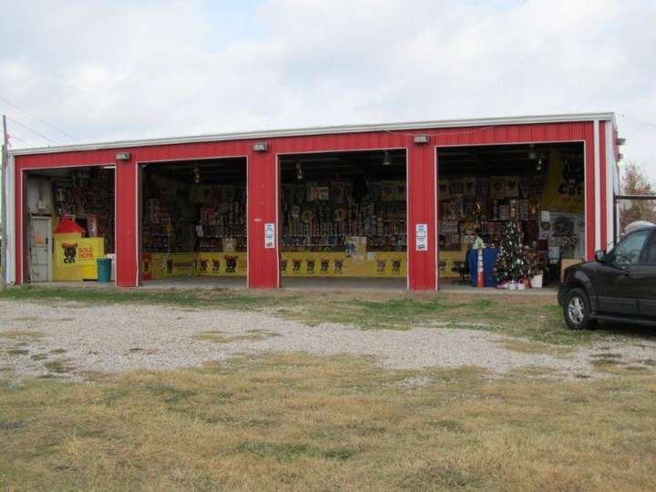 Fireworks Superstore - store  | Photo 4 of 8 | Address: 13901 Hwy 6, Arcola, TX 77583, USA | Phone: (281) 431-8716